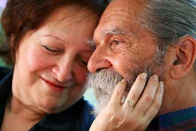 Older Latin American couple in love