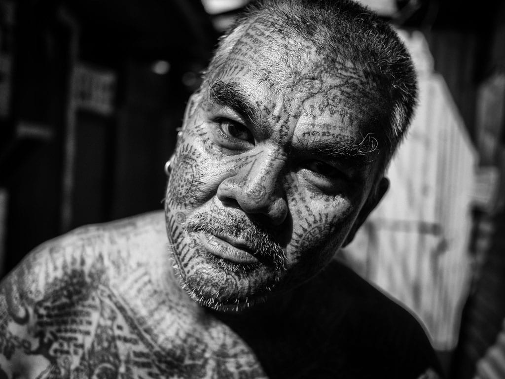 Street photo of Thai man in Bangkok