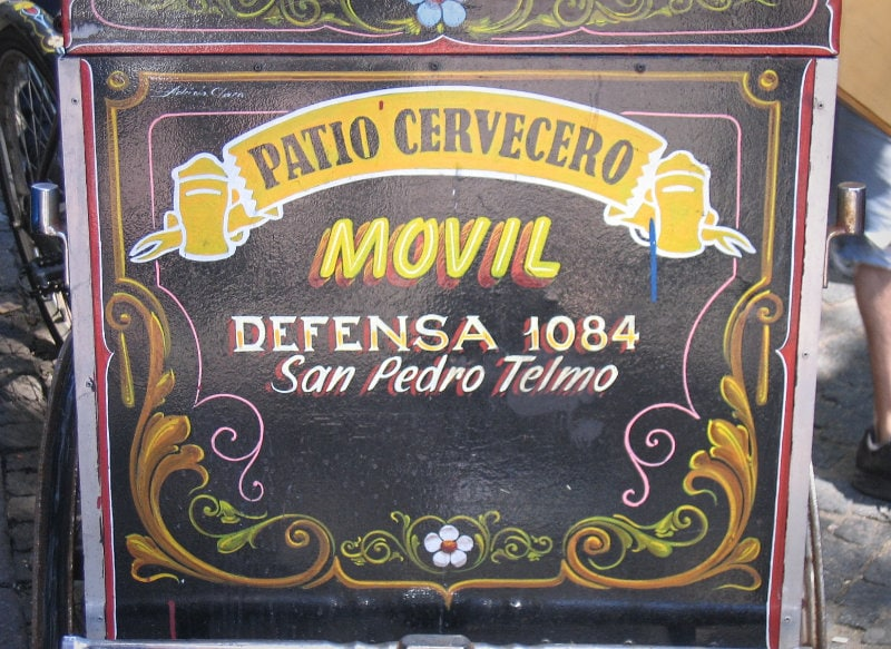 estilo filete porteño writing style on signs in argentina