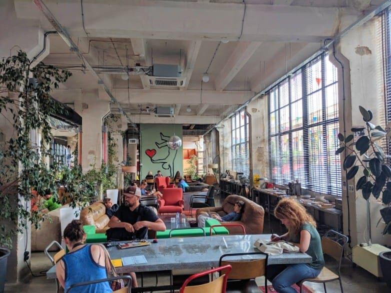 Fabrika Hostel Cafe
