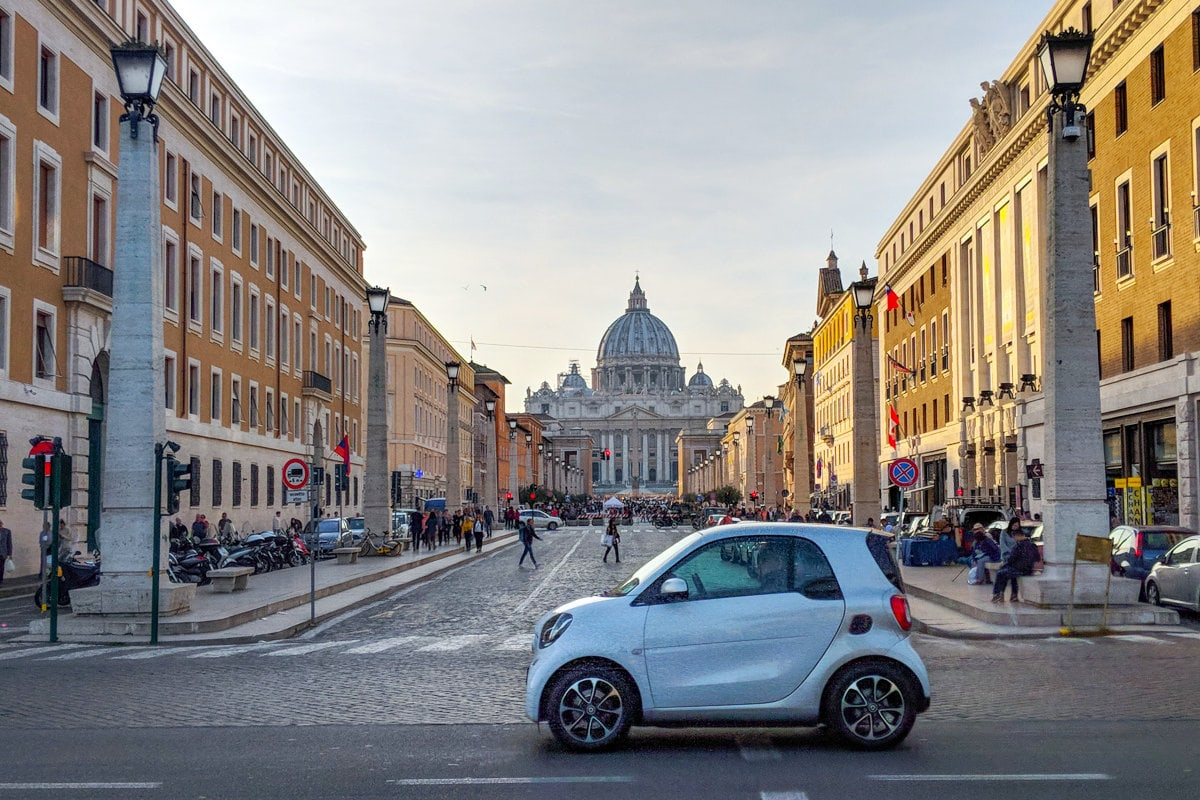 Rome Photo Blog: The Vatican, Rome viewed from the street with Italian Car